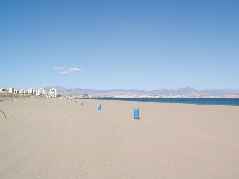 Playa El Altet en Alicante, amplia playa de arena fina